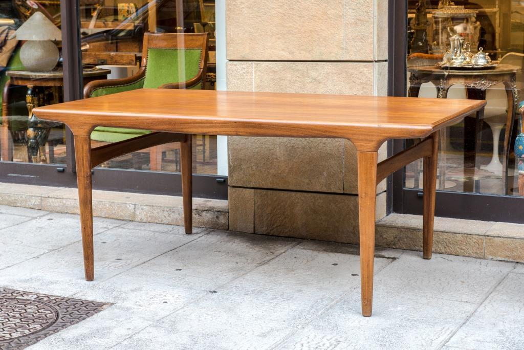 Johannes andersen 1903 1997 table de salle manger en for Table de salle a manger italienne