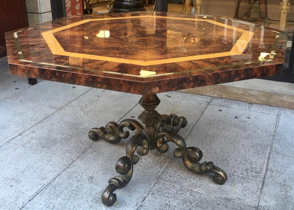 Table Octogonale En Bois De Placage Piètement Central En Bronze 74