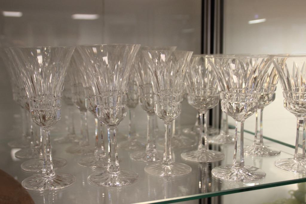 Service de verres en cristal taillé comprenant 31 verres
