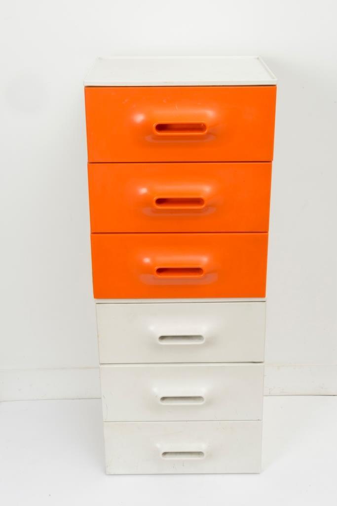 marc held 1932 un petit meuble à tiroir orange et blanc