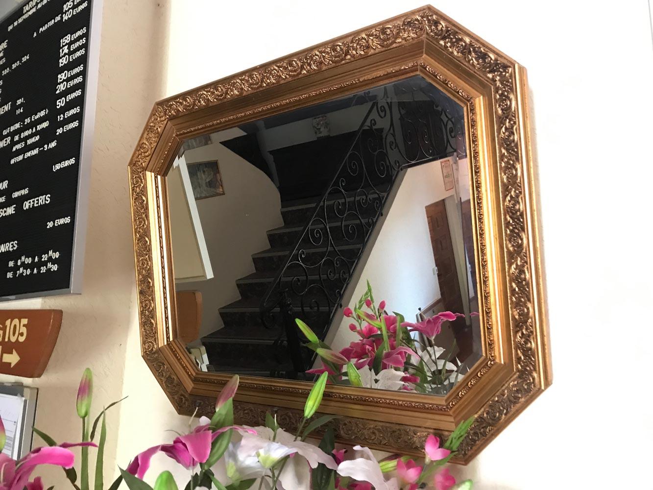 Miroir polygonal en bois et stuc dor glace biseaut e moderne 85 x 65 cm carvajal for Glace miroir moderne